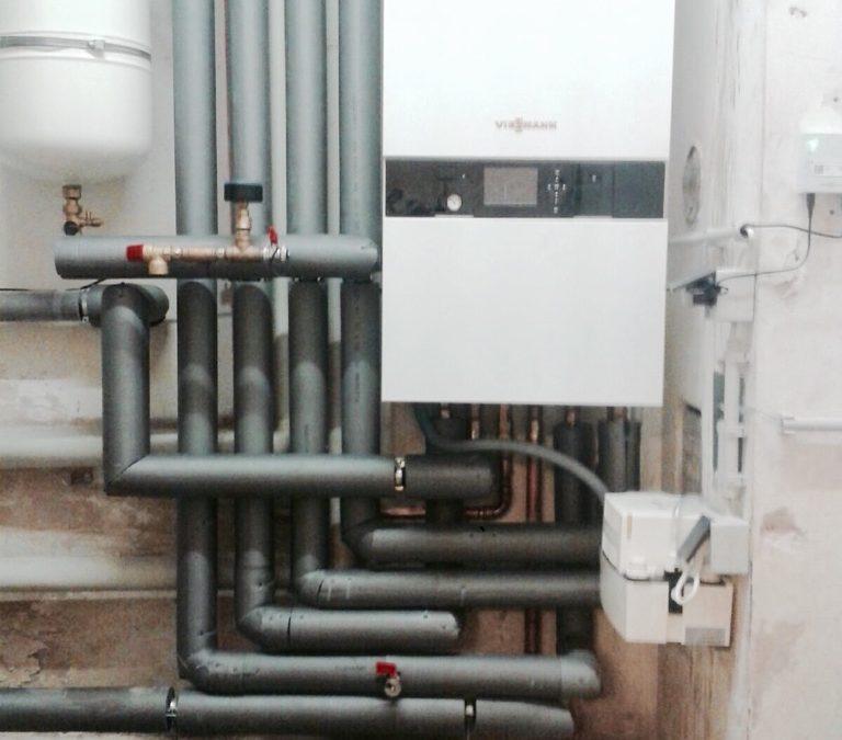 Gas Brennwert Heizung inkl. Systemtrennung FBH und Online Schnittstelle